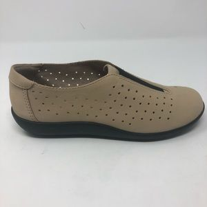 NWOT Clarks SoftCushion ComfortShoes Tan Nubuck 6M